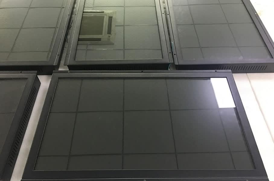 Monitor-SemiOutdoor-003